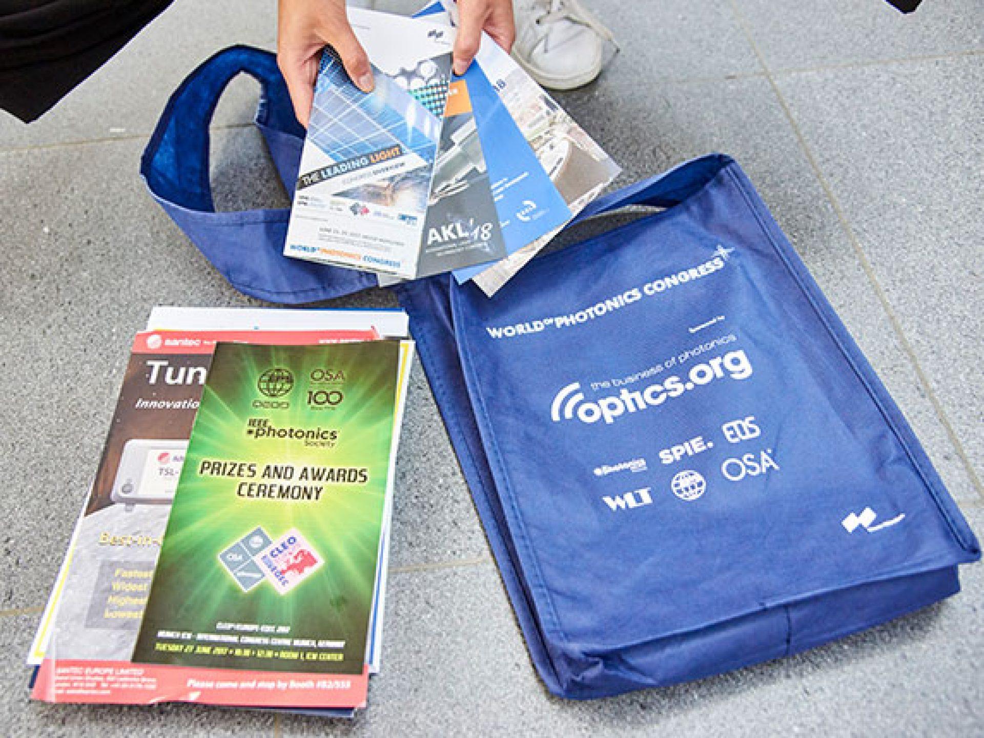 Informationsmaterial in der Konferenztasche