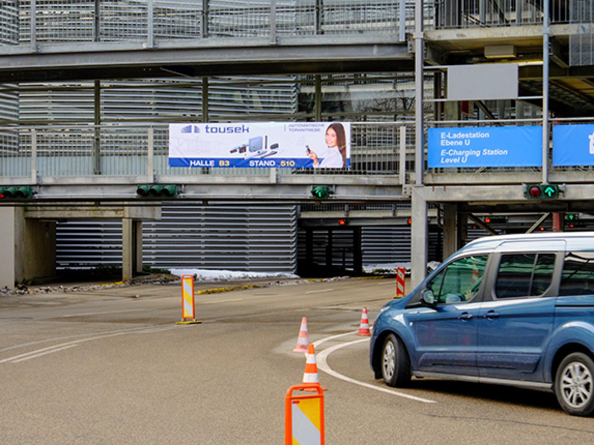 Banner am Parkhaus West