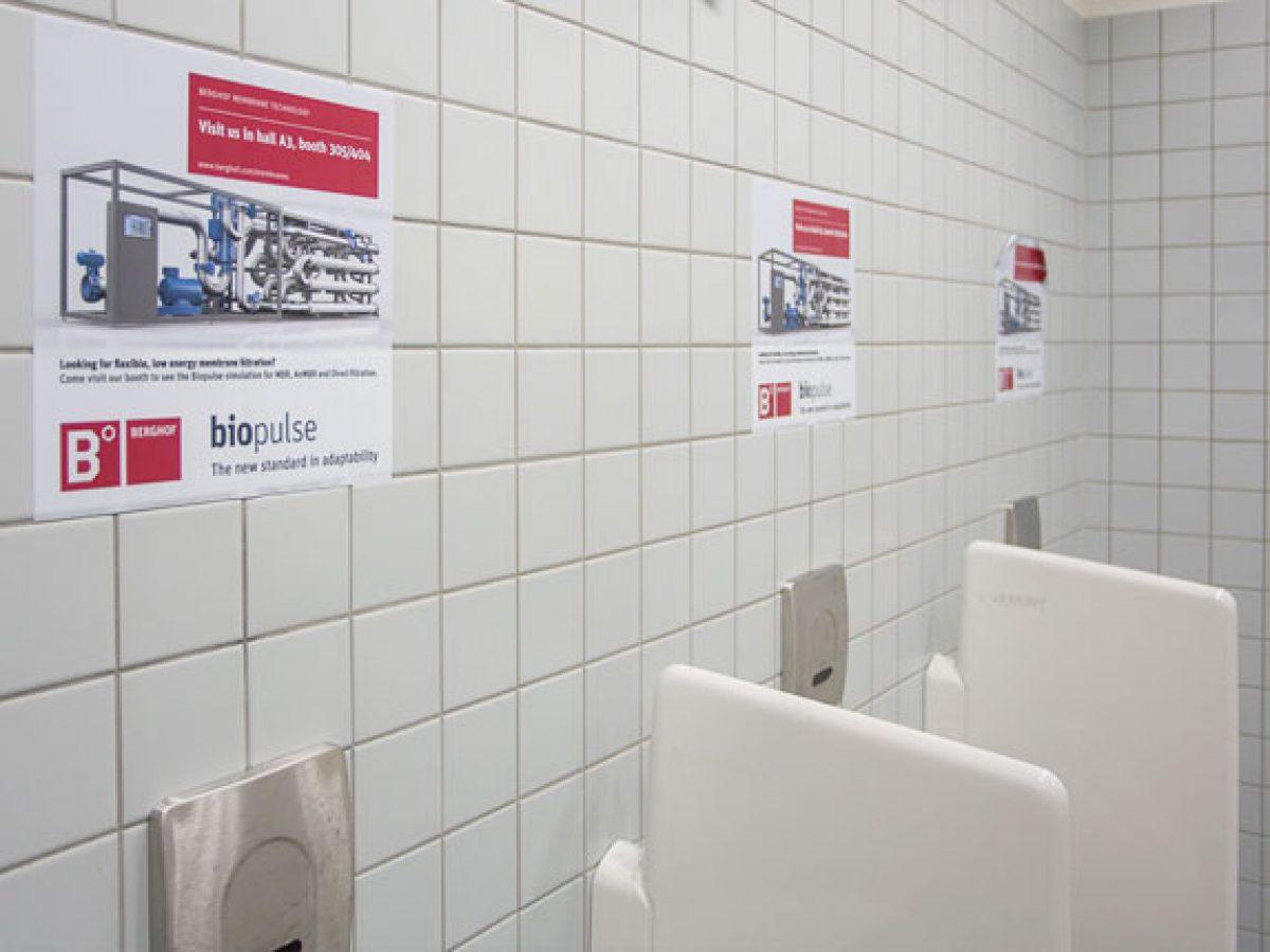 Pissoirs-Aufkleber, Toiletten in den Hallen